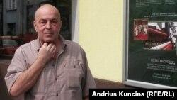 Томаш Крчмарж рядом со своей гостиницей Brioni Boutique Hotel в Остраве