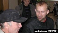 Юры Варонежцаў і Валер Сьляпухін пасьля судовага пасяджэньня.