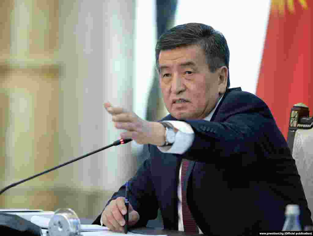 Президент Сооронбай Жээнбеков Орусиядагы кыргыз мигранттарынын абалы бир топ жакшырды деп эсептейт.