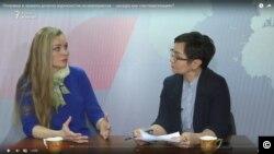 Директор Правового медиа-центра Диана Окремова (слева) и журналист Гульмира Каракозова в студии программы АзаттыкLIVE. Астана, 19 февраля 2019 года.