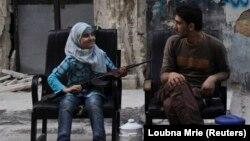 Повстанська родина на вулиці Алеппо, фото 1 серпня 2013 року