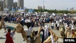 Қазақ хандығының 550 жылдығына арналған мерекелік шараға қатысушылар. Астана, 12 қыркүйек 2015 жыл.