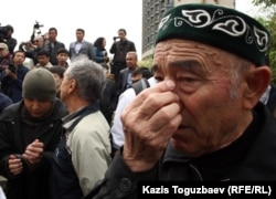 77-летний житель Мухтар Кабдулгазиев. Алматы, 28 апреля 2012 года.