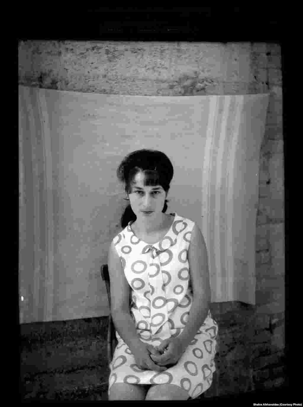 """Фотограф Шалва Алханаидзе. Серия """"Фото на паспорт 1960-1970"""""""