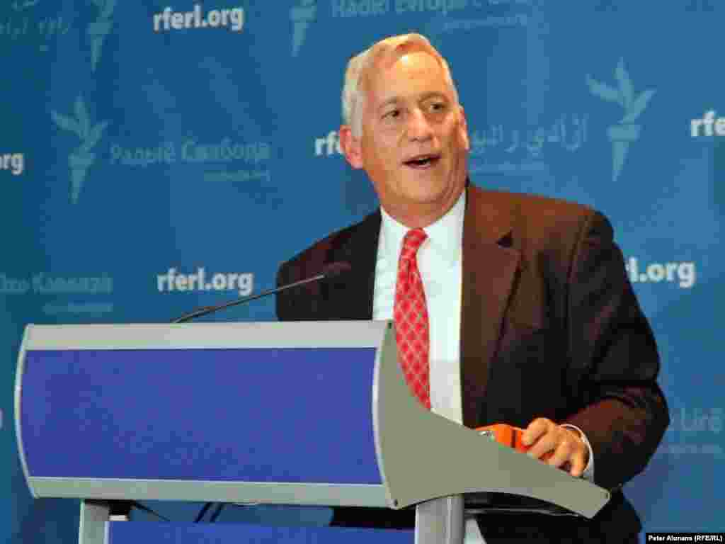 BBG Chairman Walter Isaacson discussed his vision for the future of U.S. international broadcasting at RFE's 60th Anniversary reception at the Newseum in Washington, DC, 28 September 2010.
