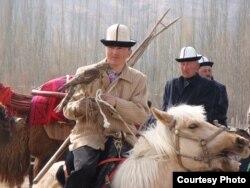 Исполнители кыргызского эпоса «Манас» и охотники-беркутчи. Район Ак-Чи, Китай, 2009 год.