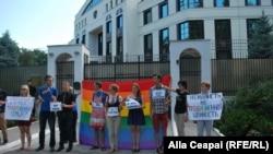 Pichet la ambasada rusă din Chişinău împotriva legislaţiei anti-gay