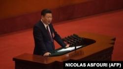 Генеральный секретарь ЦК КПК Си Цзиньпин выступает перед съездом КПК