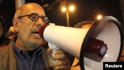 Египет оппозициясының жетекшісі Мұхаммед әл-Барадей Тахрир алаңында сөйлеп тұр. Каир, 30 қаңтар 2011 жыл.