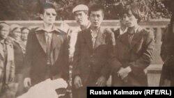 Бир туугандар Акбаралы, Аскаралы жана Орозалы Кочкоров (оң жак четте)