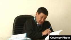 Сот процессіне төрелік жасаған судья Жасамұрат Сағымбеков.
