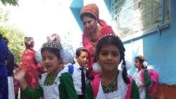 Aşgabat: Mugallymlaryň aýlyklary wagtynda berilmeýär