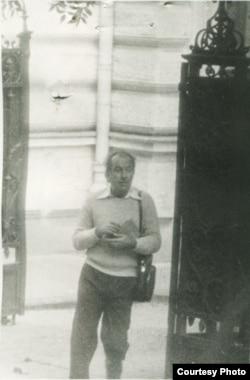 Георге Бабу Урсу; снимок сделан агентом службы безопасности тайно в 1985 году