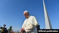 Papa Francis Yerevanda.