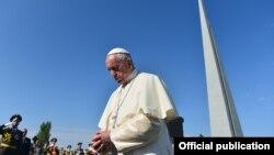 Armenia - Pope Francis visits the Armenian genocide memorial in Yerevan, 25Jun2016.