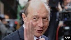 Traian Băsescu - cotă de încredere în scădere