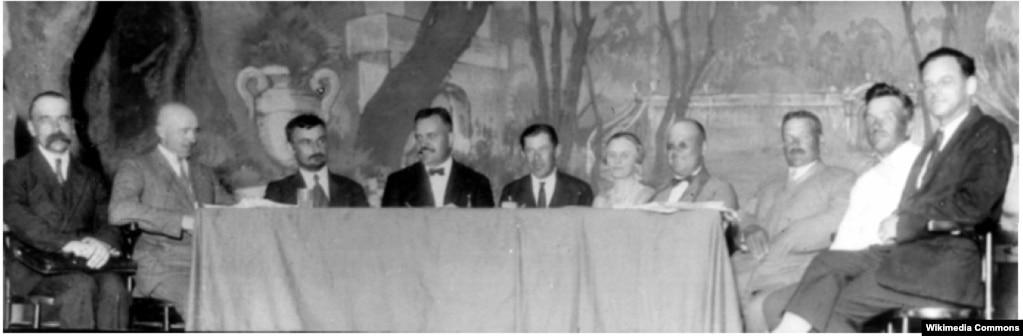 Президія Українського церковного з'їзду. Арсен Річинський третій зліва. 1927 рік