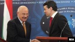 Mинистрите за надворешни работи на Македонија и Унгарија, Никола Попоски и Јанош Мартоњи.
