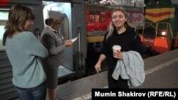 Алина Завада садится на поезд Москва – Владикавказ