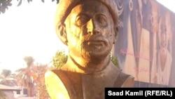 تمثال نصفي للشاعر الراحل مصطفى جمال الدين