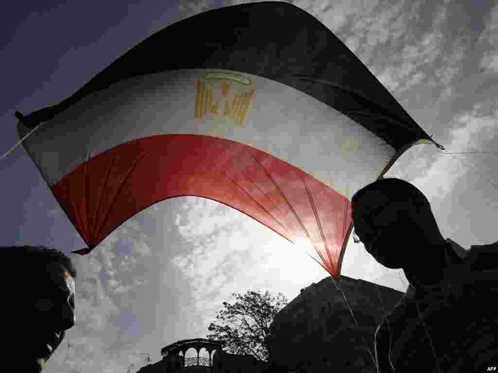 """Тысячи египтян собрались на площади Тахрир в Каире для """"марша миллиона"""""""