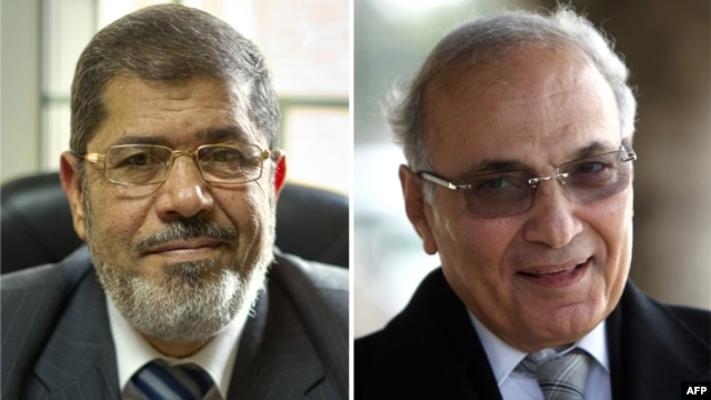 A combo photo shows Muslim Brotherhood candidate Mohammed Mursi (left) and former Prime Minister Ahmed Shafiq