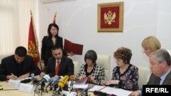 Potpisivanje sporazuma, Foto: Savo Prelević