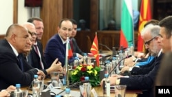 Архива: Средба на државната делегација од Бугарија со претседателот на Собранието на РМ Талат Џафери.