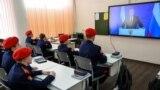 Кадеты казачьих войск смотрят обращение Путина