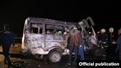 Վթարի ենթարկված Երևան-Գյումրի թիվ 359 երթուղու ուղևորատար ավտոմեքենան, 10-ը նոյեմբերի, 2014թ.