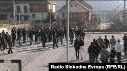 """Учиници во училишниот двор на гимназијата ,,Свети Наум Охридски"""""""