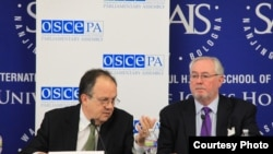 Joao Soares (left), the head of the OSCE Parliamentary Assembly's U.S. election observation mission, and Spencer Oliver, the OSCE Parliamentary Assembly's secretary-general, at a press conference in Washington.