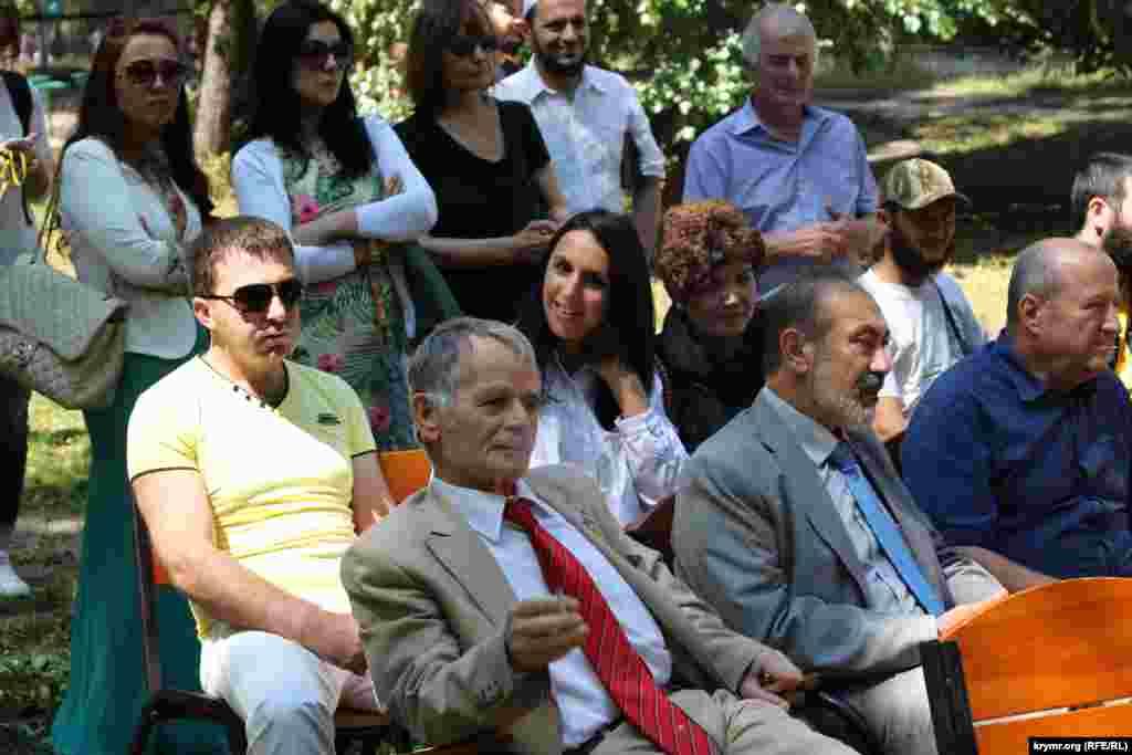 Среди почетных гостей Мустафа Джемилев, Али Озенбаш, Риза Шевкиев, певица Джамала, соучредитель инициативы «Крым SOS» Тамила Ташева.