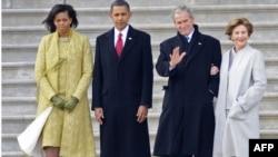 Экс-президент и бывшая первая леди США (справа) отправились в Техас