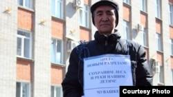 Шорцы пикетируют администрацию угольной кампании. 2013 год