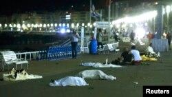Ֆրանսիա -- Զոհերի մարմինները Նիսում տեղի ունեցած հարձակումից հետո, 15-ը հուլիսի, 2016թ.
