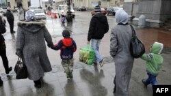 Кримськотатарські родини прибули з Сімферополя до Львова, 7 березня 2014 року