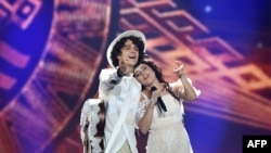 Naviband of Belarus perform the song Story Of My Life in Kyiv on May 11. The duo qualified for the final.