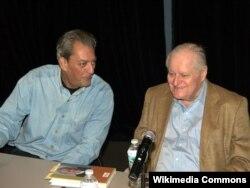 Paul Auster (solda) və John Ashbery Brooklyn Kitab Festivalında, 2010
