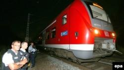 مهاجم با آنکه موفق به فرار از قطار شده بود٬ از سوی اعضای یک واحد پلیس که به طور تصادفی در محل حضور داشت٬ به ضرب گلوله از پای درآمد.