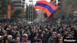 Armenia -- Opposition supporters demonstrate in Yerevan's Liberty Square to demand Prime Minister Nikol Pashinian's resignation, February 25, 2021.