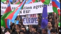Azərbaycan, Avropa Birliyi və İŞİD bayrağı bir arada