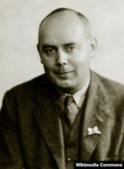 Эрик Робертс, один из агентов Найта
