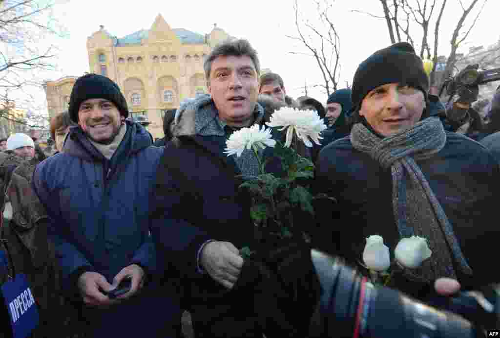 One of the opposition leaders, former first deputy prime minister Boris Nemtsov (C) attends an opposition protest marking one year since the start of protests against Vladimir Putin, in Moscow, on December 15, 2012. Russian police arrested top opposition