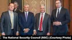 Робэрт О'Браэн (другі справа) зь лідэрамі Сэрбіі і Косава