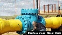 Адзін змэмаў, які паказвае, якукраінскія ўлады «адпампоўваюць» расейскія газ