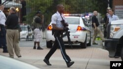 A police officer responding to a September 16 armed attack at a U.S. Navy office in Washington, D.C.