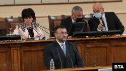 Вътрешният министър Младен Маринов говори в Народното събрание в сряда