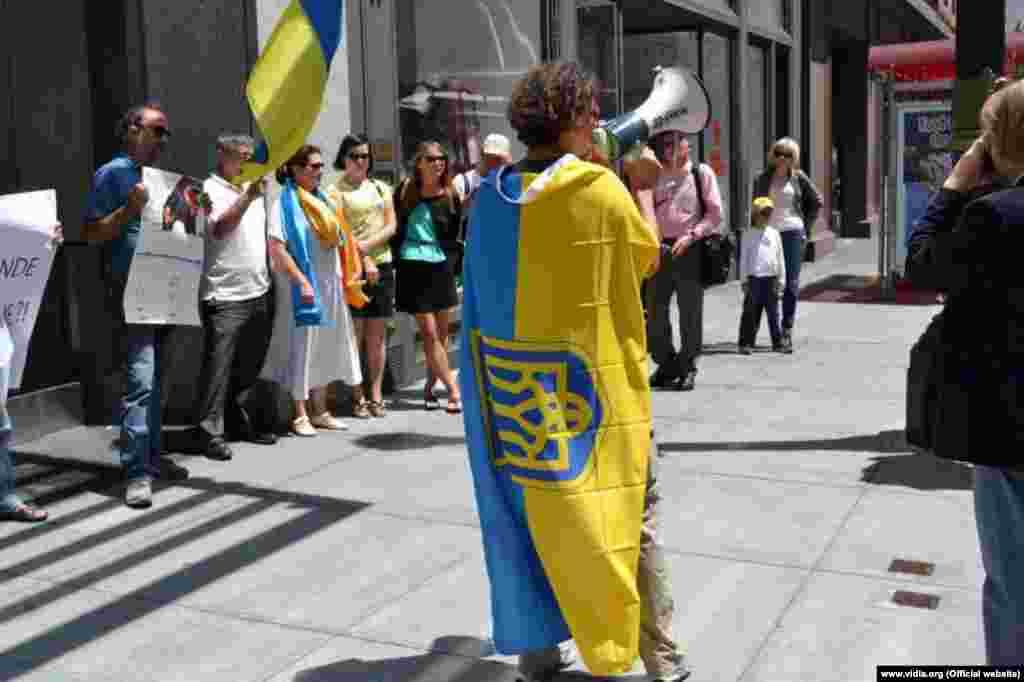 Пікет консульства Франції в Сан-Франциско (фото: MaydanSF)