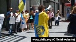 Українці США просять Францію продавати Росії сир, а не зброю